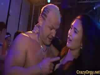 Vimma kanssa nexgirlfriendt ovi amatööri tytöt sisään nightclub