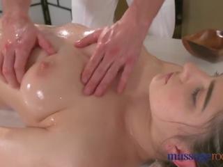 Urut rooms panas si rambut coklat has squirting syahwat sebelum baik seks / persetubuhan