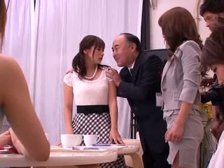 Akiho yoshizawa, mika kayama un yuma asami ekscentriskas aktivitāte