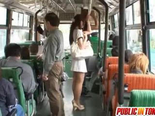 Yuu asakura cu o pula pe the autobus