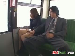 日本語 女孩 吸吮 公雞 在 該 總線