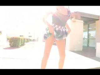 Danica verbazingwekkend brunette babe vingeren en vuistneuken poesje