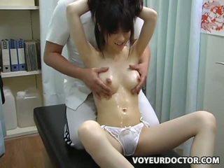 Tenåring climax breast massasje 2