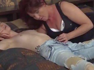 Paros mamă seduce tineri frumos fiică: gratis porno ac