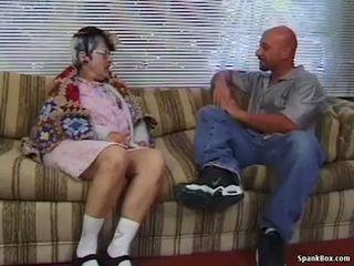 Бабичка gets reamed от млад мъж