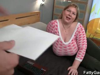 Enorme gorduroso seduces hunky masseur