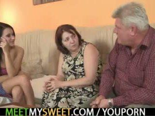 Sex-crazed 老 parents 他妈的 他的 女孩