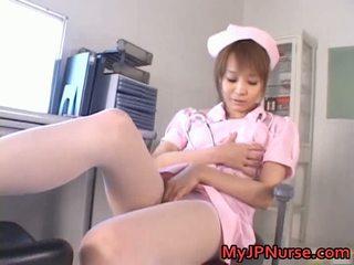 Impresionante asiática enfermera has juguete penetration