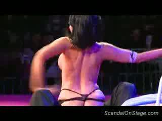 Groot memmen stripper teasing seks
