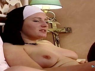 ألماني راهبة الحصول على لها الأول اللعنة من repairman في kloster