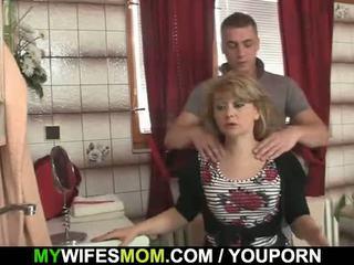 On cheats s príťažlivé mother-in-law