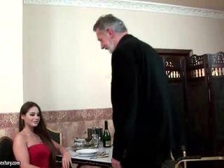 Cathy heaven enjoys جنس مع قديم رجل