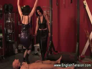 Dominas trample un spank viņu collared sub