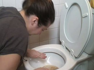 Morena a vomitar vomit puke vomiting a engasgar pukes