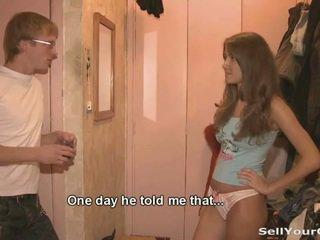 Bonita adolescente dasha sold su coño