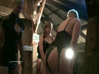 Two mistresses un viņu slavegirl