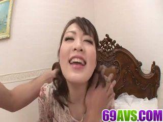 Saftig flicka loves till crack henne våt fittor