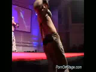 Liels juggs apreibtas strippers teas