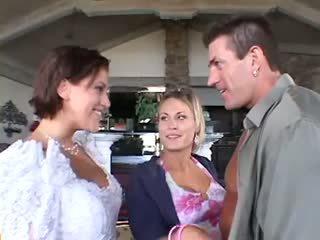 งานแต่งงาน เซ็กส์สามคน ชายหนึ่งหญิงสอง