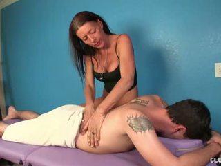 Nerātnas pieauguša masseuse handjob