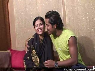 Ensimmäinen seksi päällä camera varten söpö intialainen ja hänen hubby
