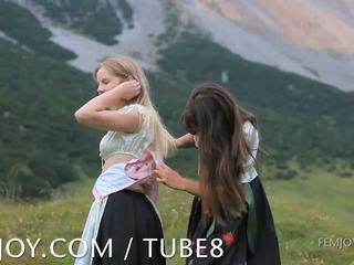 brunete, mirgo, meitene par meiteni