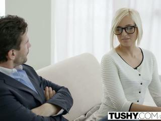 Tushy panas setiausaha kate england gets dubur daripada pelanggan