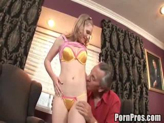 Doxy bonks henne gammel uanstendig lawyer til hjelpe henne saken.