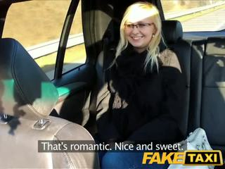 Faketaxi taxi driver fucks brilles blondīne par aizmugurējais sēdeklis - porno video 471