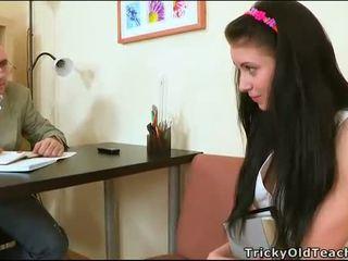 官能的な tutoring とともに 教師