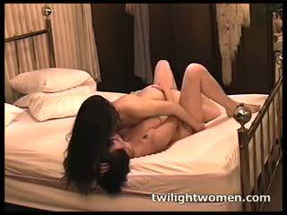 Twilightwomen - mer lesbisk tribbing orgasms