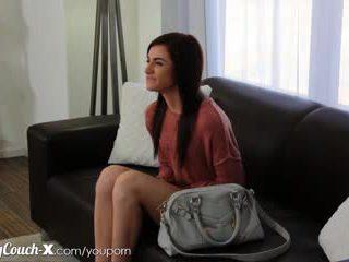 Casting couch-x verlegen meisje wants naar krijgen geneukt op camera