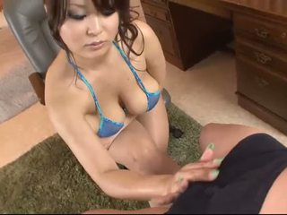 Povekas aasialaiset sisään blue bikinit blows a kukko