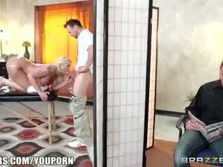 Brazzers - leya falcon gets baisée par son masseuse