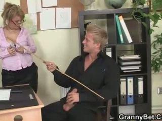 Older bitch enjoys riding his big rod