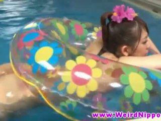 Forró jjapanese picsa szar -ban úszás medence