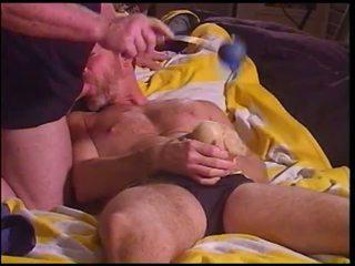 Siksaan alat kelamin pria bashing buah zakar di dia speedo pt 4