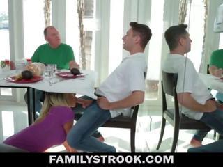 Μητριά βίντεο - με πλούσιο στήθος βήμα μαμά fucks γιός