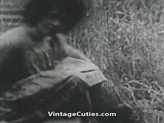 Dívka s velký ňadra a chlupatý píča fucked v pole