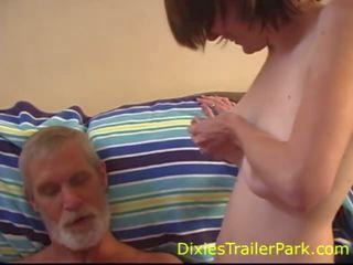 Pusaudze lactates par a tētis, bezmaksas dixies trailer park porno video