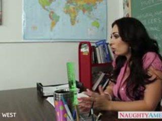 Brunette leraar holly west neuken jong student
