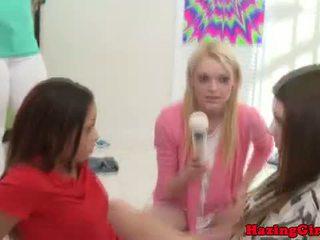 Hogeschool lesbisch freshwoman being dildo geneukt