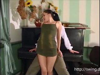 Pyano guro fucks mag-aaral