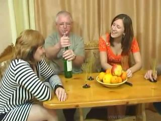 Usual keluarga dinner turns ke an seks pesta