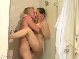 Anya hd zuhany szex mert bevállalós anyuka -val fiatal lover