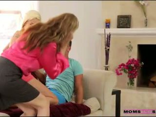 Madrasta julia ann helps stepson at gf