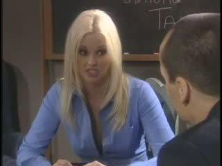 Birojs blondīne skaistule hardcore creampie ar boss