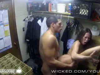 Злий - kalina ryu gets трахкав в the closet