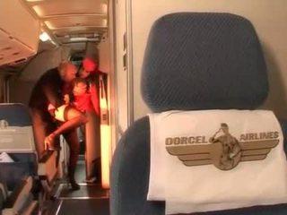 Hard anaal met sexy stewardess in de pilots cabin