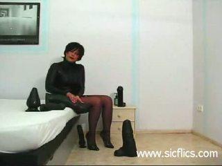 Frustrated esposa a foder gigantic dildos